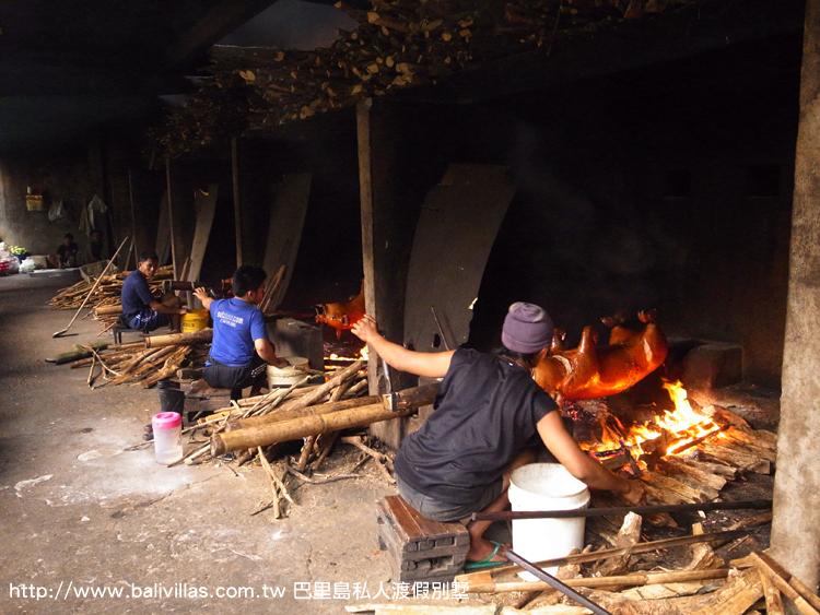 餐廳下方的烤豬場  饕客限定 峇里島必吃 巴里島 自由行 旅遊 巴厘島